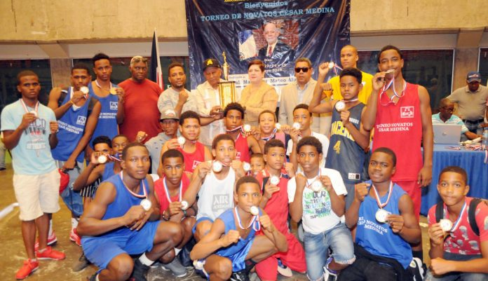Club Billy Thompson gana torneo de boxeo para novatos César Medina